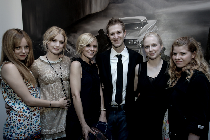 Artist Alex Scott with Bijou Phillips, Alexandra Breckenridge, Alex Prager, Shalon Goss, Vanessa Prager